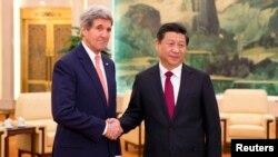 Ngoại trưởng Hoa Kỳ John Kerry gặp Chủ tịch Tập Cận Bình tại Đại Sảnh đường Nhân dân ở Bắc Kinh, ngày 14/2/2014.