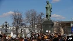 Tin cho hay, hơn 100 người bị bắt quanh quảng trường Pushkin ở Moscow hôm 26/3.