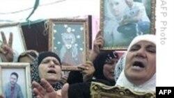 ده ها فلسطینی با تجمع مقابل يک زندان اسراییلی خواستار آزادی بستگان خود شدند
