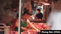 中国的一个卖肉的店铺(资料照片)(美国之音张楠拍摄)