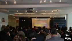 乔治华盛顿大学举行台湾研讨会(美国之音钟辰芳拍摄)