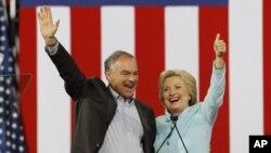 La aspirante a la presidencia de EE.UU. Hillary Clinton y su compañero de fórmula a la vicepresidencia, Tim Kaine, se presentaron juntos en Miami, el 23 de julio de 2016.