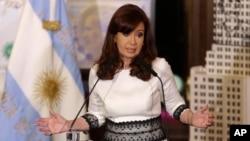 """""""¿Saben qué? El odio, el agravio, la infamia, la calumnia se los dejamos a ellos"""", escribió Fernández en Facebook."""