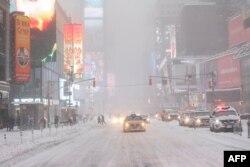 Quảng trường Times của Thành phố New York mờ mịt tuyết, ngày 23 tháng 1, 2016.