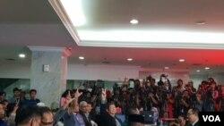 Badan Pemenangan Nasional (BPN) Prabowo-Sandi Jumat (24/5) malam melayangkan gugatan sengketa Pilpres 2019 ke Mahkamah Konstitusi (VOA/Ghita).