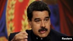 Le président vénézuelien Nicolas Maduro parle aux journalistes lors d'une conférence de presse à Miraflores Palace à Caracas, le 22 août 2017.