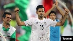 پژمان منتظری که در بازی مقابل قطر پرفروغ بود در این بازی مصدوم شد و تعویض شد.