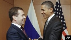 Russian President Dmitry Medvedev, left, meets with US President Barack Obama on the sidelines of the APEC summit in Yokohama, Japan, 14 November 2010