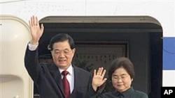 30일 캄보디아를 국빈 방문한 후진타오 중국 국가주석 부부.