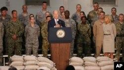 Wakil Presiden Amerika Joe Biden berbicara di depan personel militer AS yang ditempatkan di Pangkalan Udara Al-Dhafra di Uni Emirat Arab hari Senin (7/3).