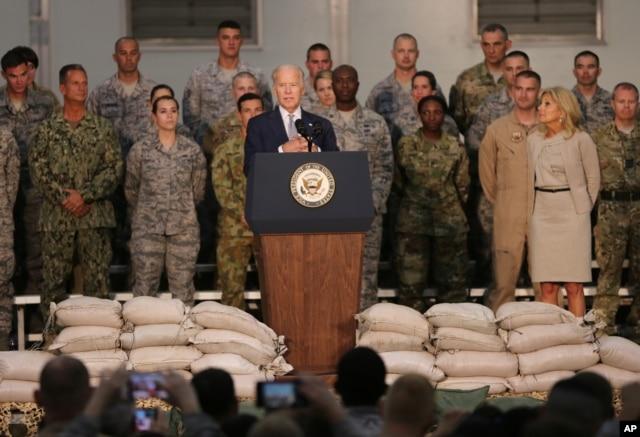 U.S. Vice President Joe Biden talks to U.S. military personnel at Al-Dhafra Air Base near Abu Dhabi, United Arab Emirates, March 7, 2016.