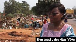 Jacqueline Koa, présidente du Conseil national de la consommation à Nkolmeyang, Cameroun, le 24 mars 2020. (VOA/Emmanuel Jules Ntap).