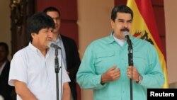 Los presidentes de Bolivia, Evo Morales, y de Venezuela, Nicolás Maduro, en un encuentro en Caracas el domingo 15 de abril.