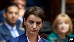 Tân thủ tướng Serbia Ana Brnabic lắng nghe trong một phiên họp nghị viện ở Belgrade, Serbia, ngày 28 tháng 6, 2017.