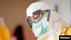 美國疾病控制中心醫護人員接受對抗伊波拉病毒的訓練