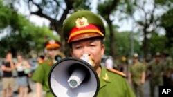 Việt Nam giải tán biểu tình chống Trung Quốc