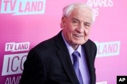 Đạo diễn Garry Marshall đến Lễ trao giải TV Land Icon 2016 tại Barker Hangar ở Santa Monica, California, ngày 10 tháng 4 năm 2016.