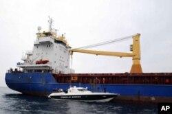 Türk yetkililer Atlantic Cruiser adlı gemide (Foto A.A.)