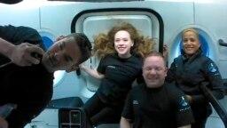 Putnici na privatnom, turističkom letu u svemir.
