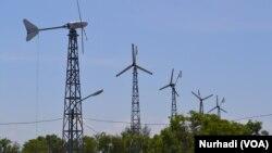 Pemda DIY mengembangkan pembangkit listrik tenaga angin untuk suplai listrik program penerapan teknologi bagi nelayan (Foto: VOA/Nurhadi)
