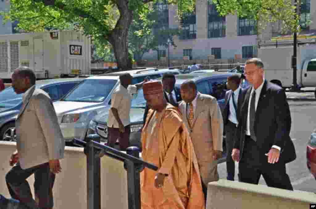 Nigerian Vice-President Namadi Sambo Visits VOA in Washington, DC