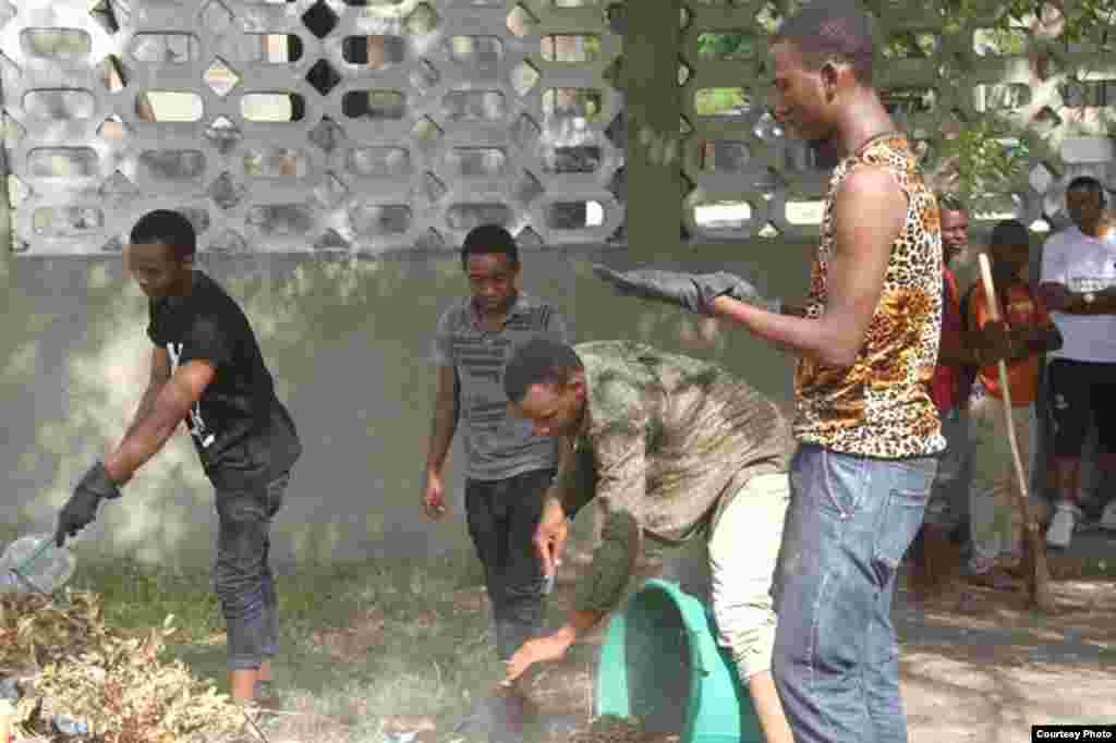 Shugaban Kasar Tanzania John Magufuli ya jagoranci wani aikin tsabtacen kasar a bikin tunawa da ranar samun 'yancin kai karo na 54.