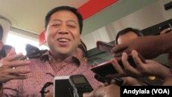 Mantan Ketua DPR Setya Novanto usai menjalani pemeriksaan di Kejaksaan Agung, Jakarta, 4 Februari 2016 (Foto: VOA/Andylala)