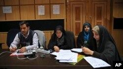 ایرانی صحافی انتخابی نتائج کے منتظر