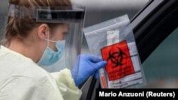 ARHIVA - Testiranje na koronavirus u Kaliforniji (Foto: Reuters)