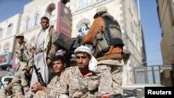 Çekdarên Houthî li Sanaya paytext.