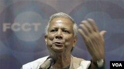 Pemenang Nobel perdamaian tahun 2009 dan pendiri bank Grameen, Mohammad Yunus