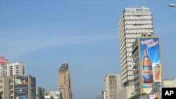 Boulevard du 30 juin, quartier de La Gombe, Kinshasa (mars 2011)