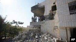 Nhiều khu xóm ở Gaza bị những vụ không kích của Israel san thành bình địa.
