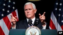 마이크 펜스 미국 부통령이 9일 국방부에서 '우주에서 미군의 미래'를 주제로 연설했다.