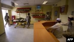 شفاخانه حوزوی میرویس، یک مرکز بزرگ تداوی در کندهار است که تمام بیماران ولایات جنوبی برای معالجه به همین شفاخانه مراجعه میکنند.