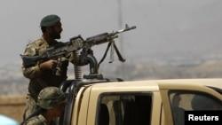Seorang tentara Afghanistan sedang berjaga pasca serangan Taliban di Kabul(Foto: dok). Seorang pria berseragam tentara Afghanistan menembak tiga tentara NATO di wilayah Sangin, propoinsi Helmand (10/8).