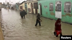 Kawasan Cite-Soleil di kota Port-au-Prince, Haiti mengalami banjir akibat badai Matthew, Selasa (4/10).