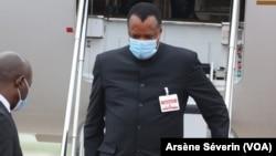 Le président Denis Sassou N'Guesso arrivé à Oyo par son jet, aéroport d'Ollombo, le 24 juin 2020. (VOA/Arsène Séverin)