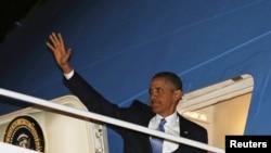 El presidente Barak Obama regresa a Hawaii a retomar las vacaciones luego de convencer al Congreso de evitar el 'abismo'.