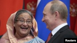 Russia's President Vladimir Putin (R) and Bangladesh's Prime Minister Sheikh Hasina attend a signing ceremony in Moscow's Kremlin, January 15, 2013.