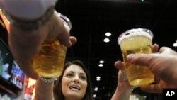 การวิจัยพบว่าการดื่มเหล้ามากเกินไปในสหรัฐทำให้สูญเสียเงินหลายแสนล้านทุกปี