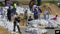 Volunteers fill sandbags at the Pyramid Arena to prepare for rising floodwaters from the Mississippi River in Memphis, Tennessee, May 4, 2011