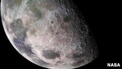 Une image de la Lune répercutée par Galileo (NASA)