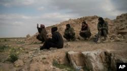 시리아 동부 IS 근거지를 공략하는 시리아 반군 (자료사진)