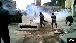 Pasukan Suriah terus melakukan kekerasan terhadap demonstran anti pemerintah, meskipun Liga Arab telah mengirimkan tim pemantau (30/12).