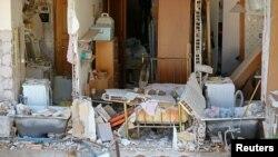 Kondisi sebuah rumah wargadi kota Amatrice, Italia porak-poranda pasca gempa hari Kamis (25/8).