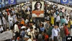 유엔이 13일에 발표한 보고서는 2025년에는 전세계 인구가 81억명에 달할 것이라고 밝혔다. 사진은 인도 뉴델리의 기차역. 인구 과밀화 현상이 두드러지는 인도는 2028년이면 중국을 제치고 세계 최대 인구 국가 반열에 오를 것으로 전망됐다. (자료사진)