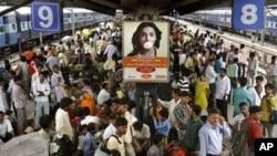 印度新德里火車站人流(2009年資料照片)
