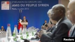 فرینڈز آف سیریا کانفرنس سے فرانسی صدر خطاب کررہے ہیں