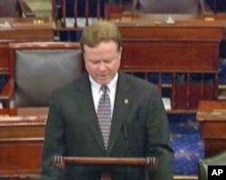 参议员韦伯在形式议事期提案